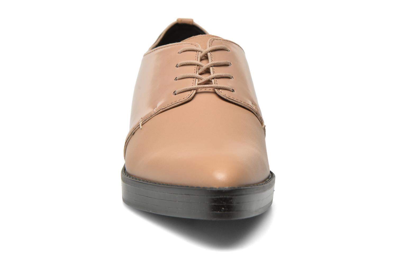 Zapatos con cordones Aldo Monnacco Beige vista del modelo