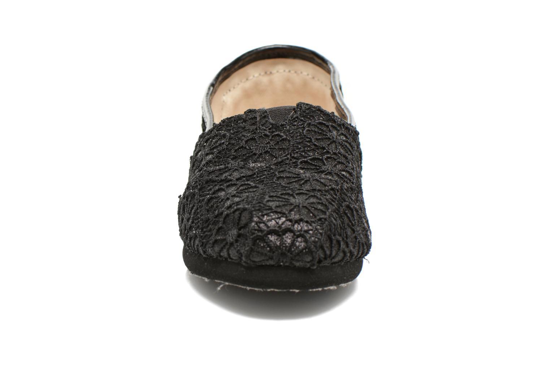 Sneaker TOMS Seasonal Classics schwarz schuhe getragen
