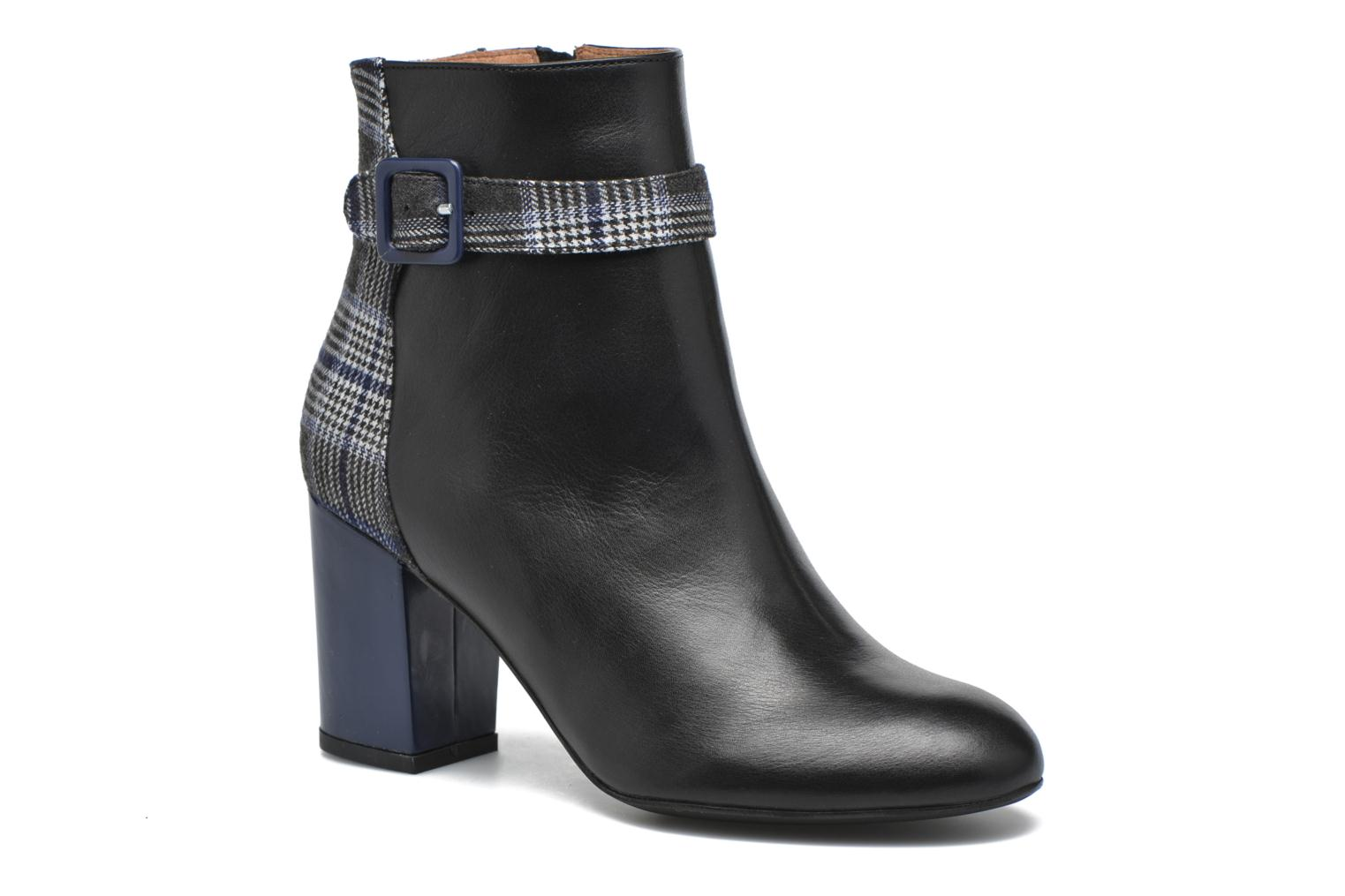 Ankle boots Made by SARENZA Queens Cross #2 Black view from the right