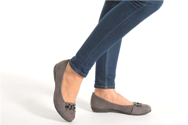 Ballerinas Jana shoes Ammi schwarz ansicht von unten / tasche getragen