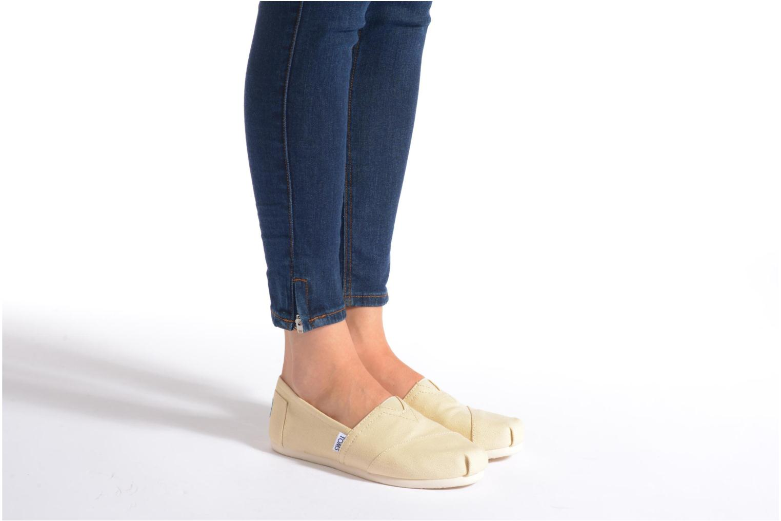 Espadrilles TOMS Classic Beige view from underneath / model view