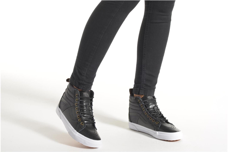 Sneaker Vans SK8-Hi 46 MTE schwarz ansicht von unten / tasche getragen