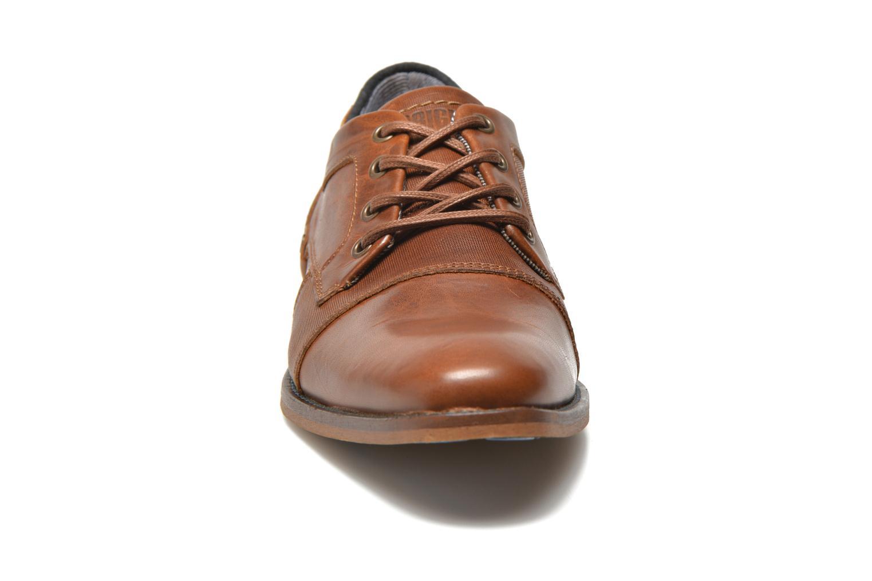 Chaussures à lacets Bullboxer Alvin Marron vue portées chaussures