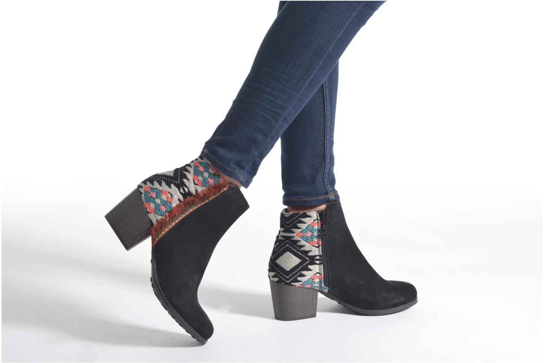 Bottines et boots Desigual Indian country Noir vue bas / vue portée sac