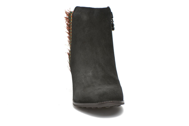 Bottines et boots Desigual Indian country Noir vue portées chaussures