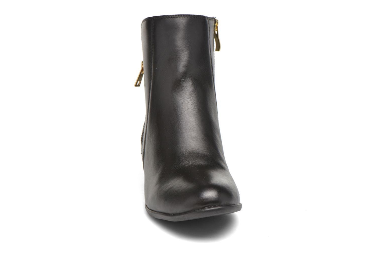 Bottines et boots Caprice Dagny Zip Noir vue portées chaussures