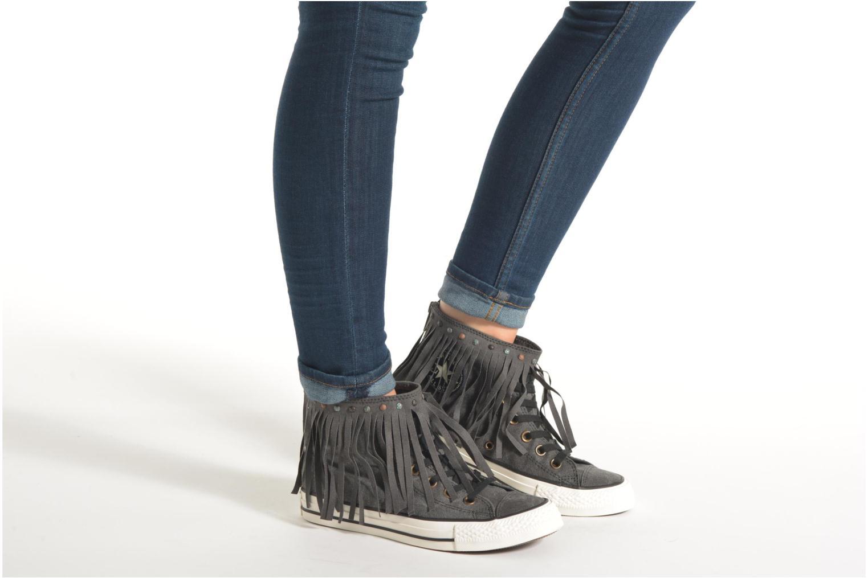 Sneaker Converse Chuck Taylor All Star Fringe Hi W schwarz ansicht von unten / tasche getragen