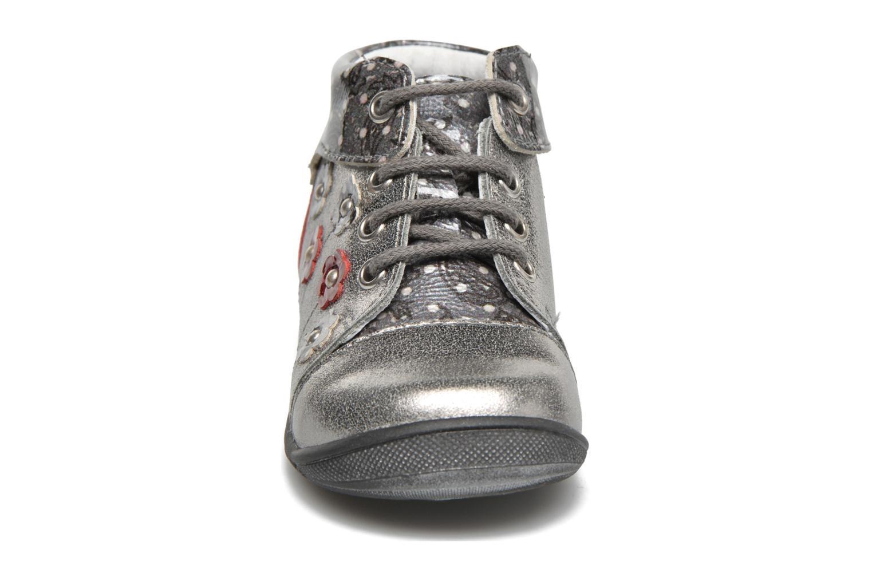 Zapatos con cordones GBB Nayana Gris vista del modelo