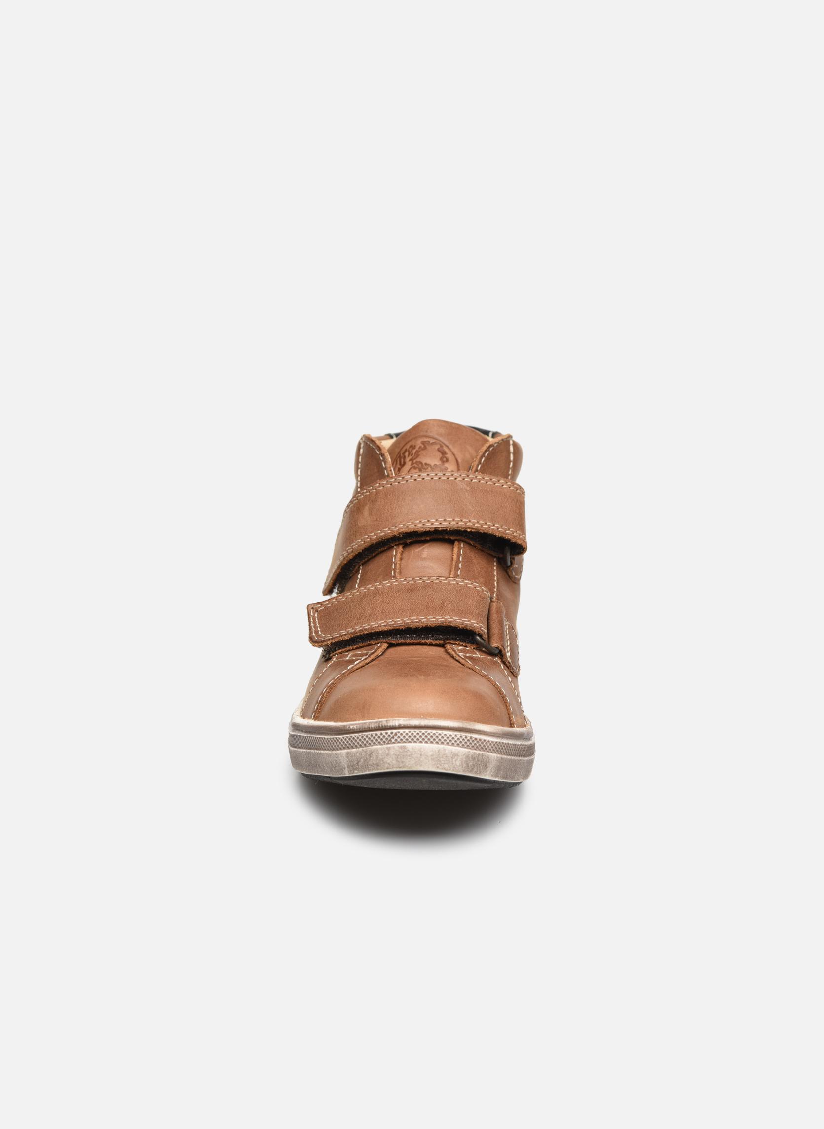 Baskets GBB Nazaire Marron vue portées chaussures