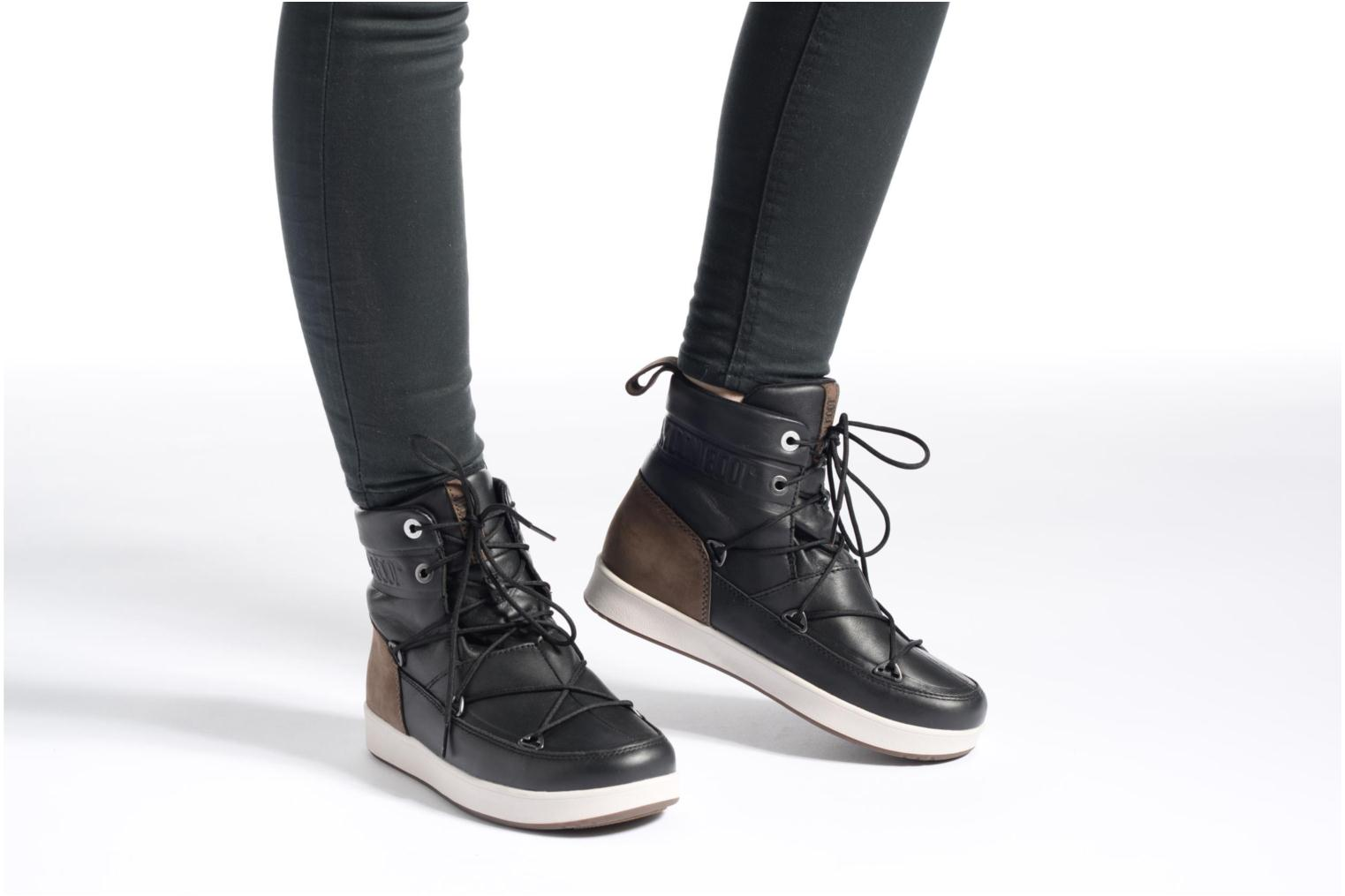Sport shoes Moon Boot Neil Lux Black view from underneath / model view