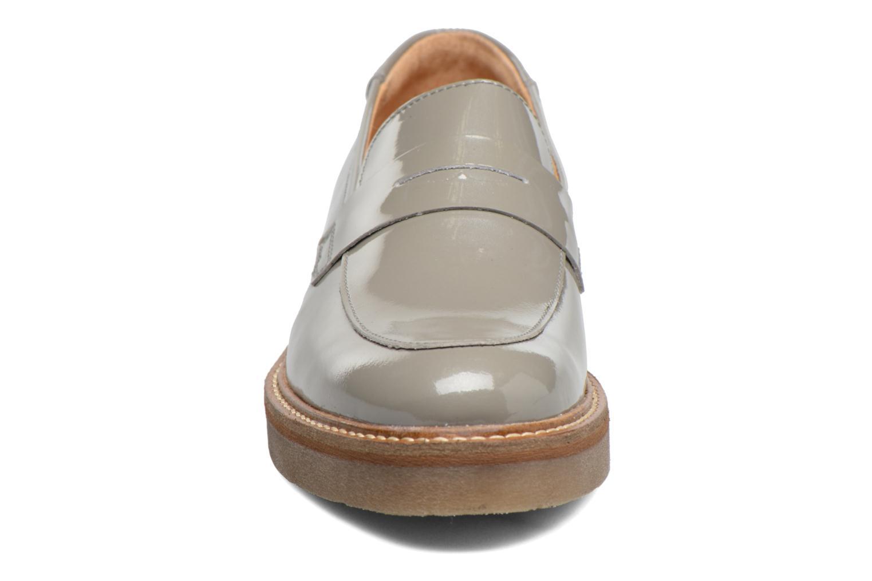 Mocassins Kickers Oxmox Gris vue portées chaussures