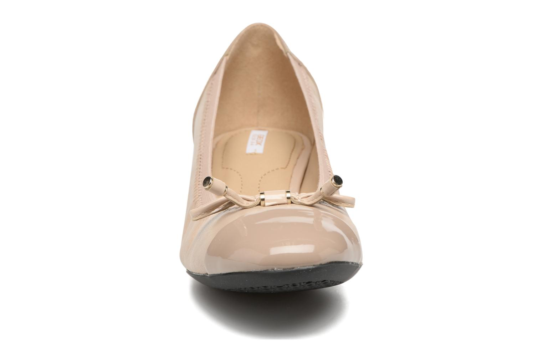 Ballerines Geox D CAREY A D54V8A Beige vue portées chaussures