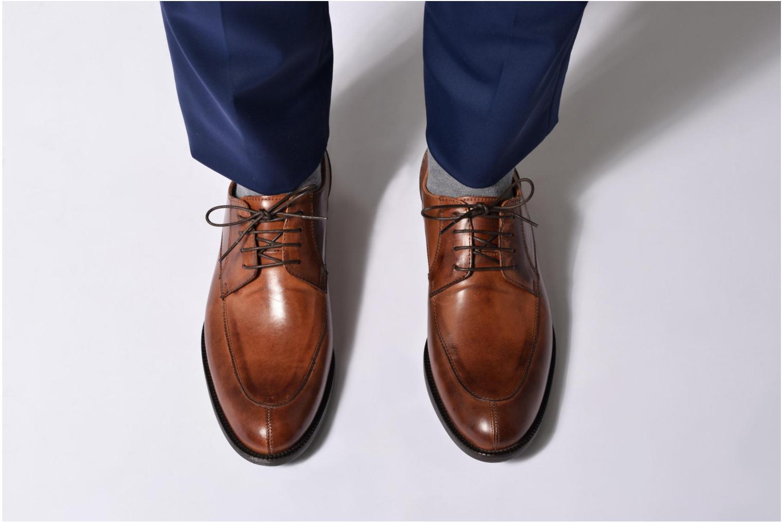 Chaussures à lacets Marvin&Co Newcastle Noir vue bas / vue portée sac