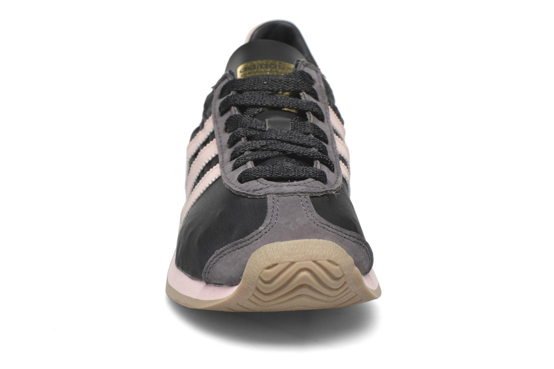 Baskets Adidas Originals Country Og W Noir vue portées chaussures