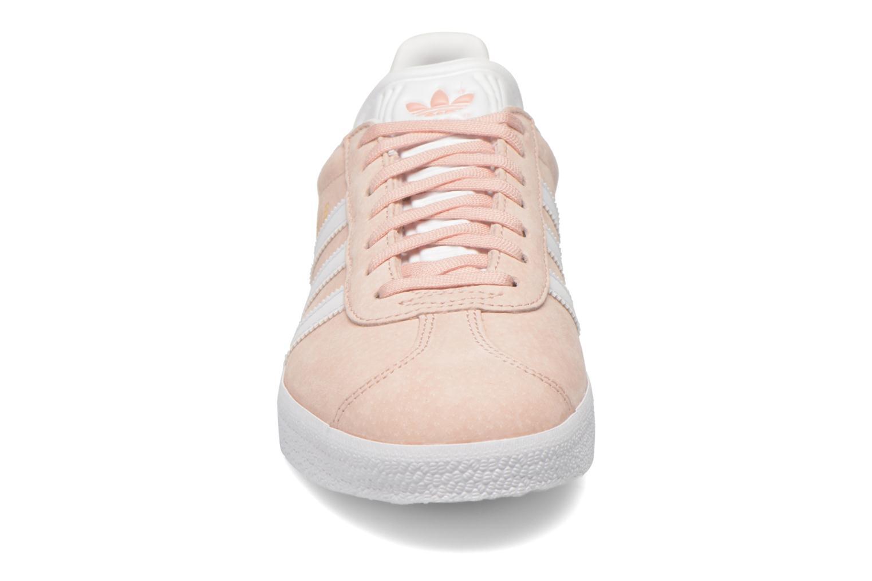 Sneakers Adidas Originals Gazelle W Rosa modello indossato