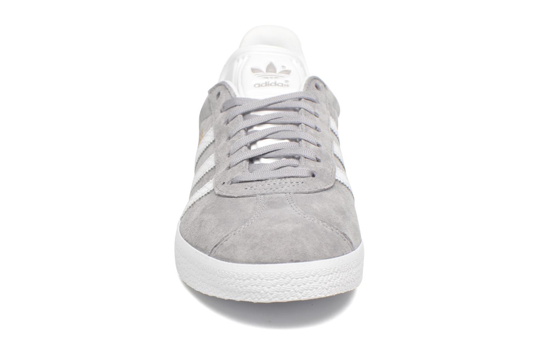 Sneaker Adidas Originals Gazelle W grau schuhe getragen