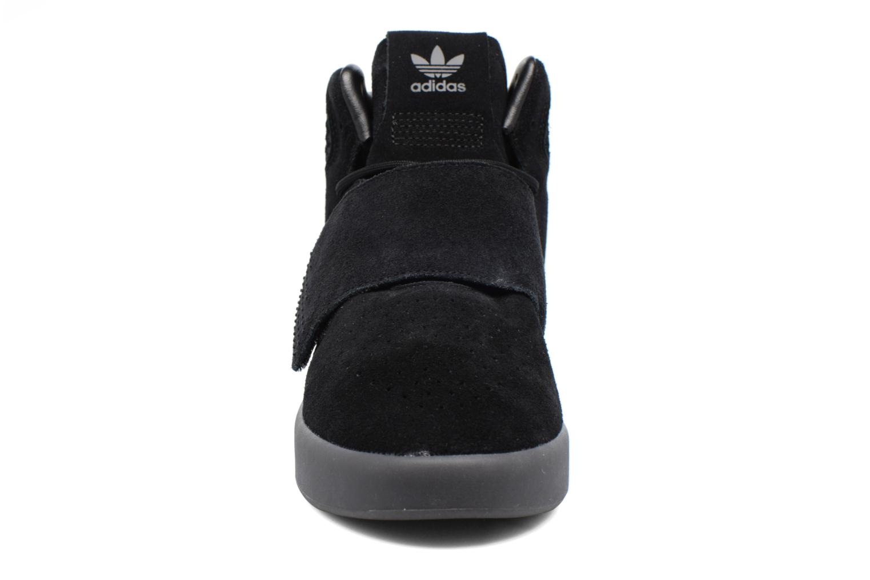 Sneakers Adidas Originals Tubular Invader Strap Zwart model
