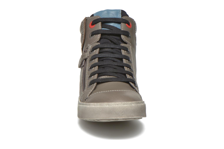 Baskets Kickers Custom Gris vue portées chaussures