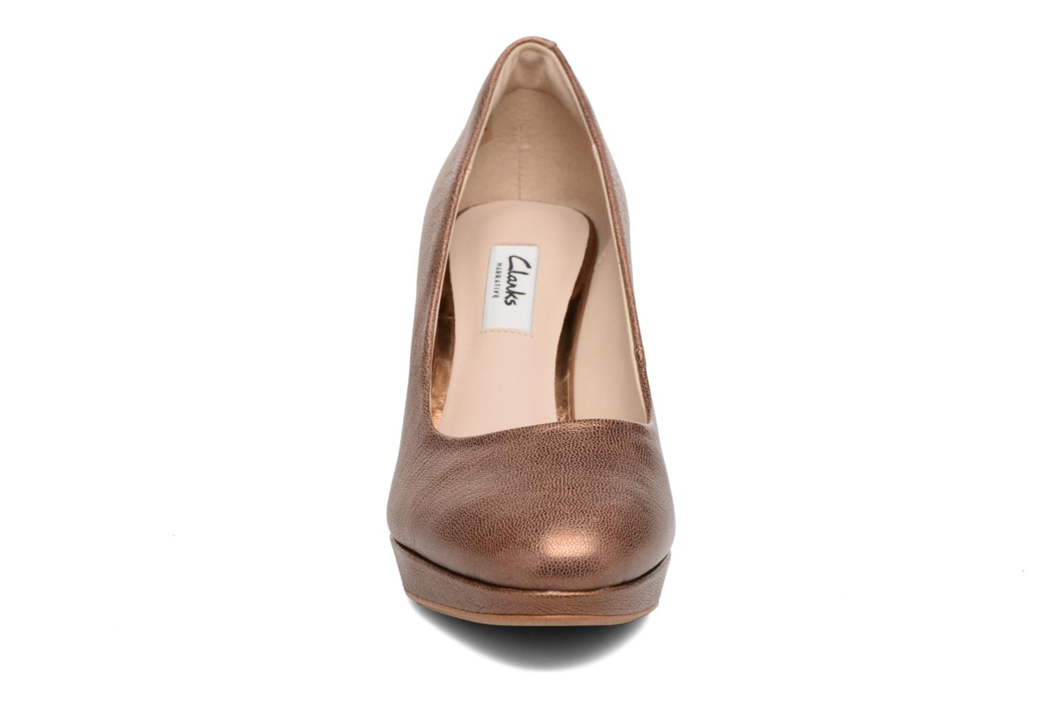 High heels Clarks Kendra Sienna Bronze and Gold model view