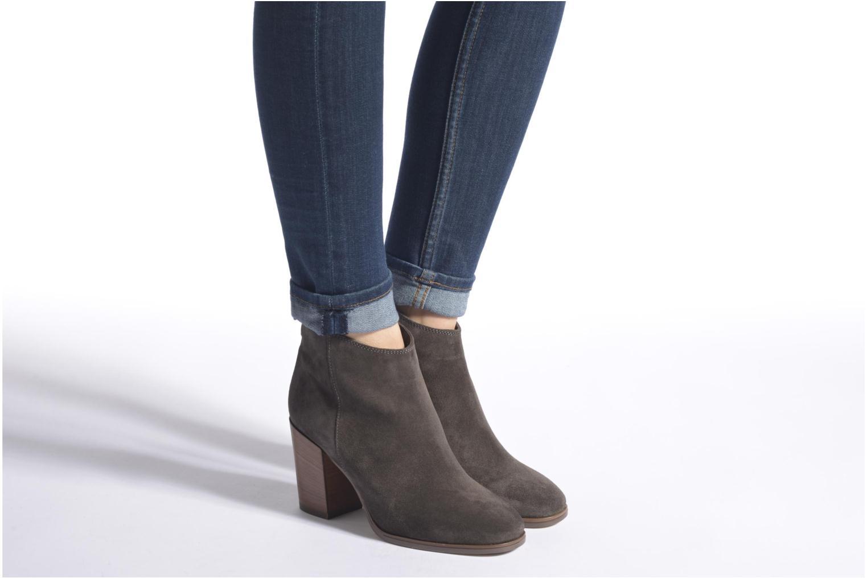 Bottines et boots Clarks Lora Lana Gris vue bas / vue portée sac