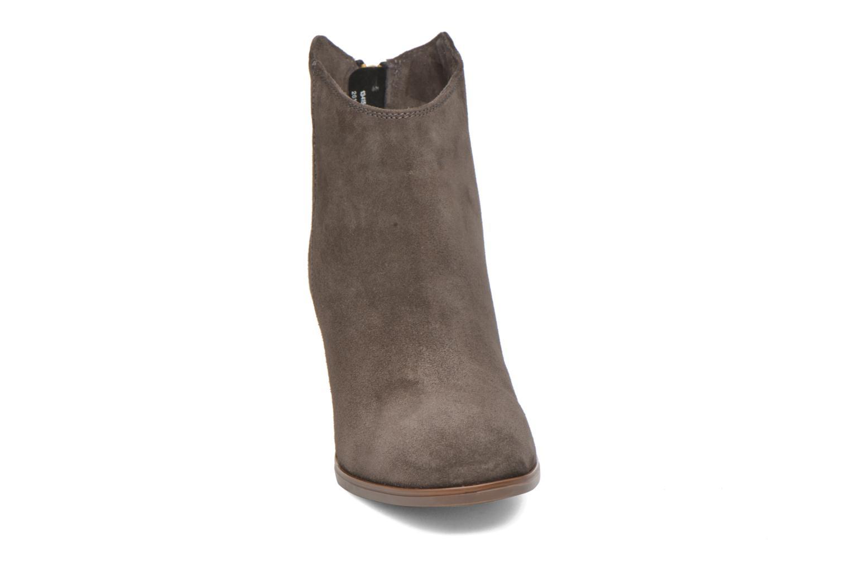 Bottines et boots Clarks Lora Lana Gris vue portées chaussures