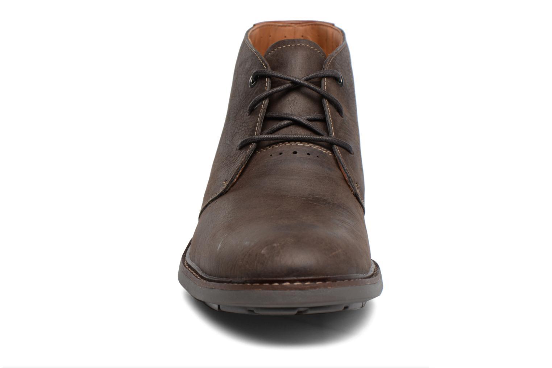 Snøresko Clarks Unelott Mid Brun se skoene på