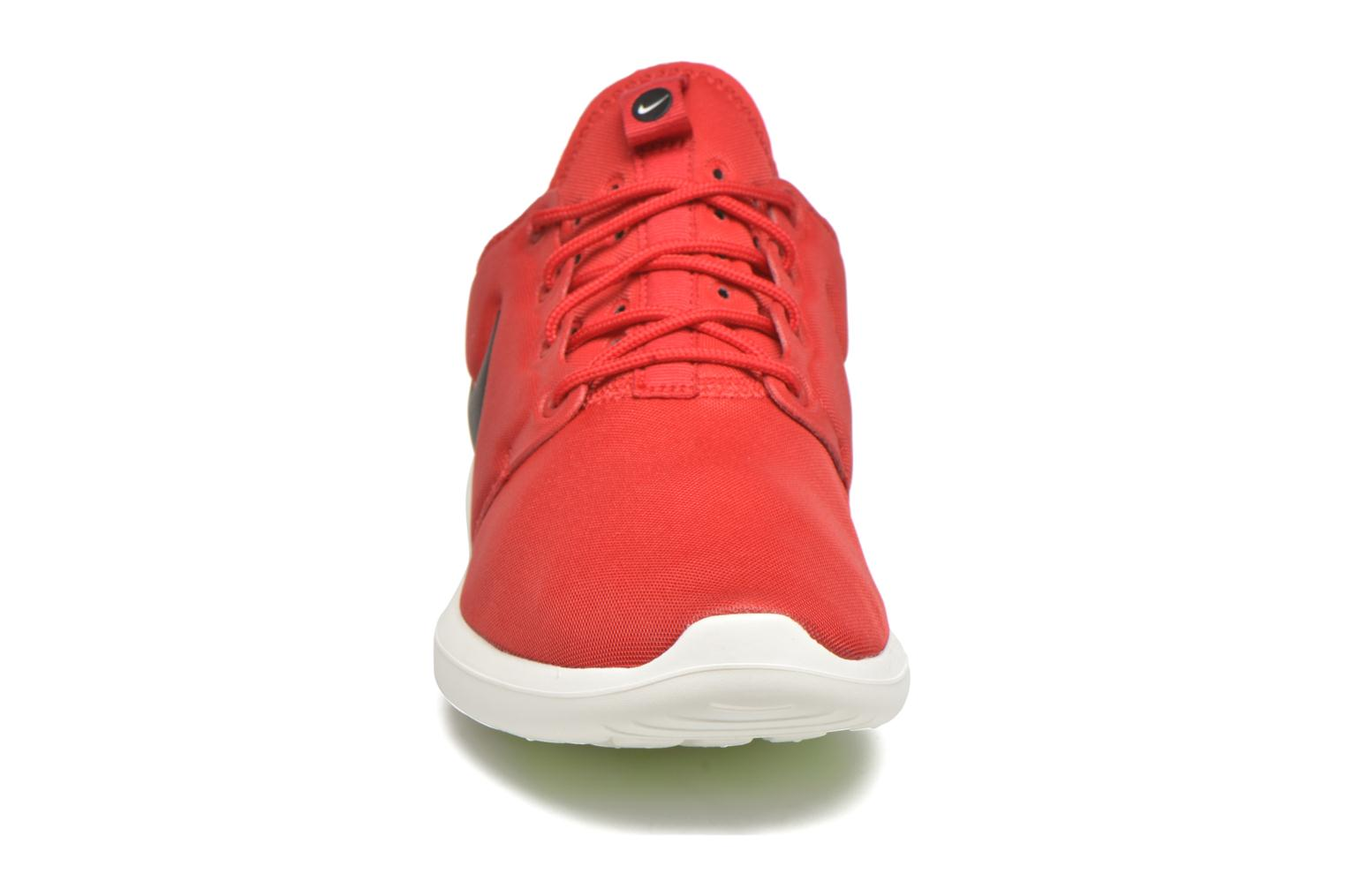 Baskets Nike Nike Roshe Two Rouge vue portées chaussures