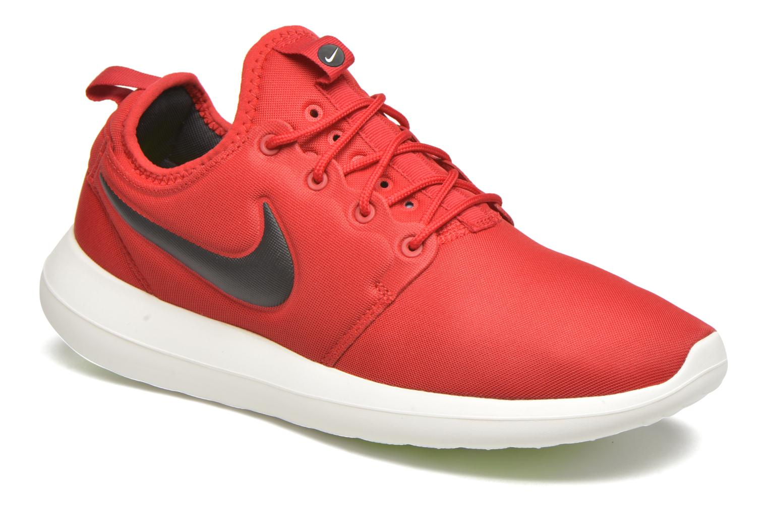 Baskets Nike Nike Roshe Two Rouge vue détail/paire