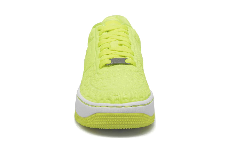 Baskets Nike Nike W Af1 Upstep Se Jaune vue portées chaussures