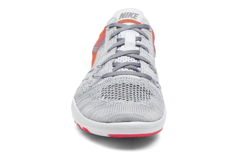 Chaussures de sport Nike W Nike Free Tr Focus Flyknit Gris vue portées chaussures