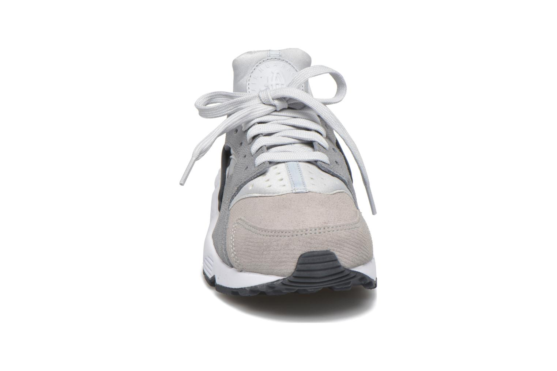Baskets Nike Wmns Air Huarache Run Prm Gris vue portées chaussures