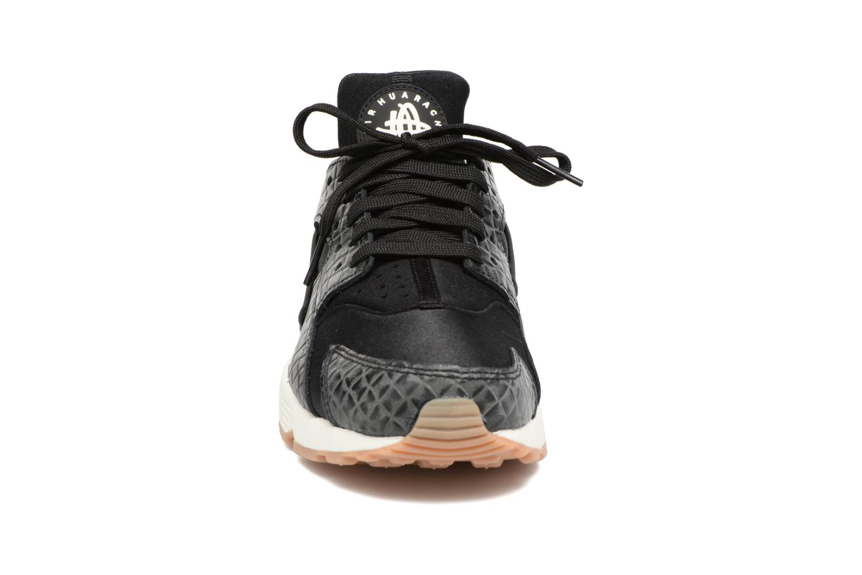 Sneakers Nike Wmns Air Huarache Run Prm Svart bild av skorna på
