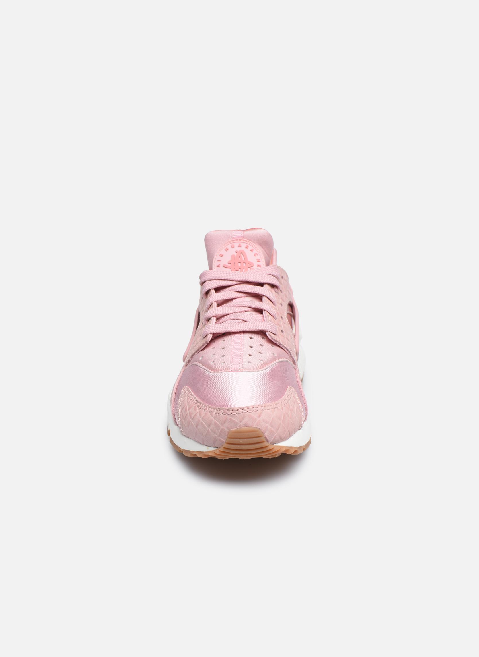 Sneakers Nike Wmns Air Huarache Run Prm Rosa modello indossato