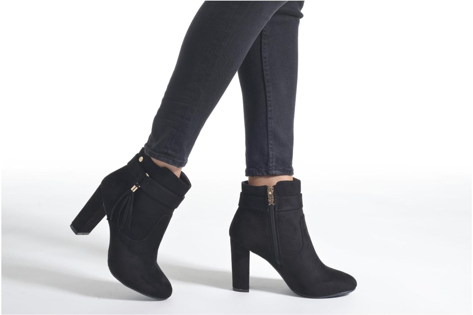 Ankle boots Xti Angie-30293 Black view from underneath / model view