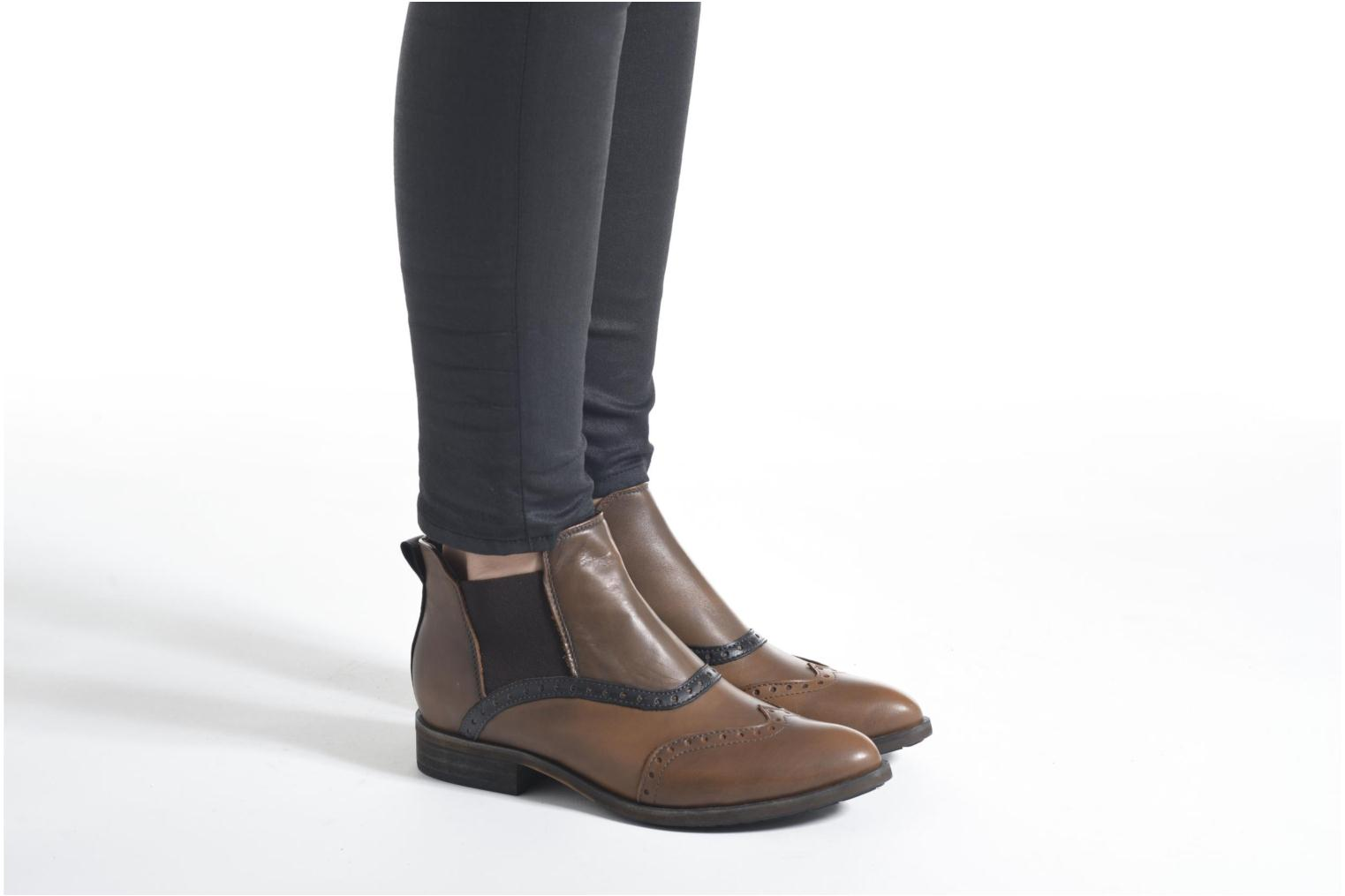 Ankle boots Dkode Solvi Brown view from underneath / model view