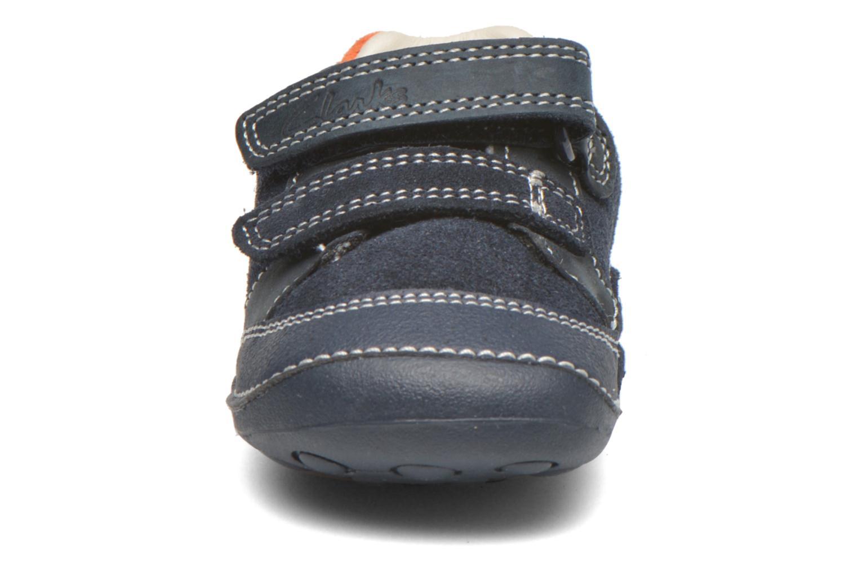 Chaussures à scratch Clarks Tiny Tom Bleu vue portées chaussures