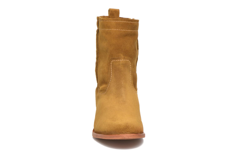Bottines et boots Frye Cara Short Marron vue portées chaussures
