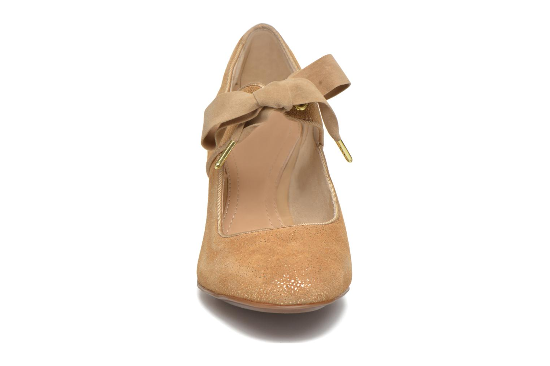 Zapatos de tacón Hush Puppies Margot Langdon Oro y bronce vista del modelo