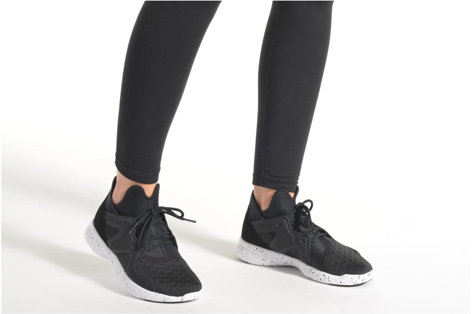 Sport shoes Reebok Sayumi 2.0 Black view from underneath / model view