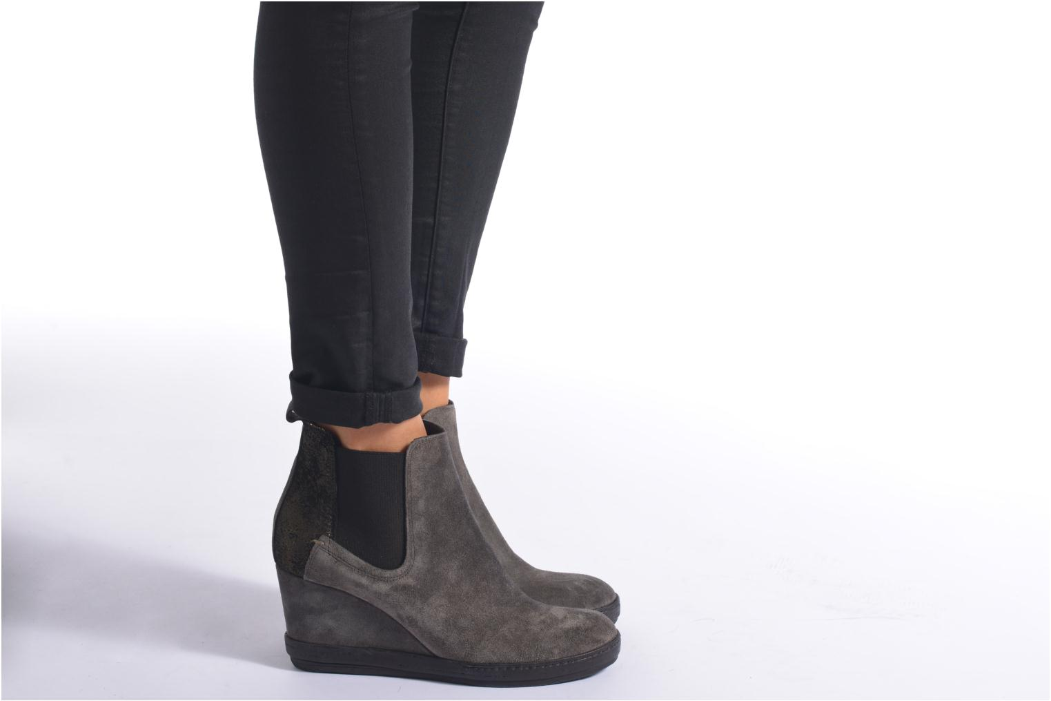 Ankle boots Khrio Clara Grey view from underneath / model view