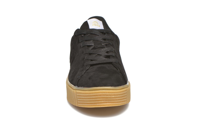 Sneakers MTNG Crepa Nero modello indossato