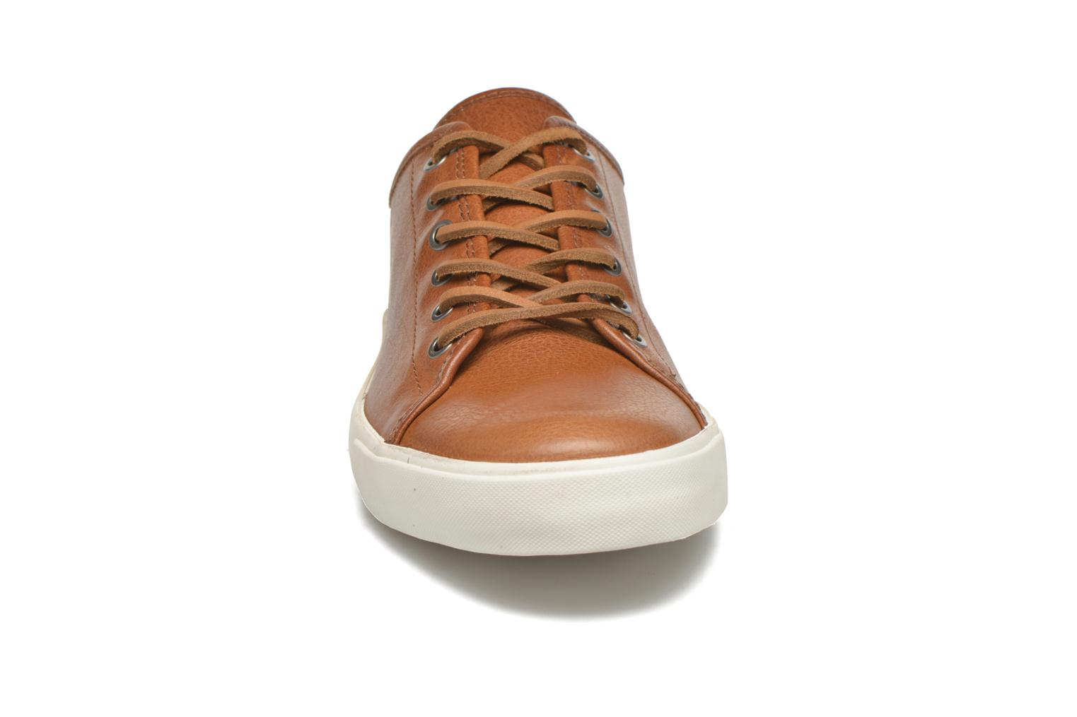 Sneakers Frye Brett Low Marrone modello indossato