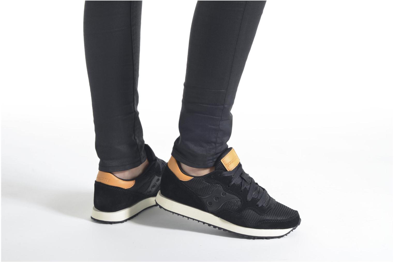 Sneaker Saucony DXN Trainer W braun ansicht von unten / tasche getragen