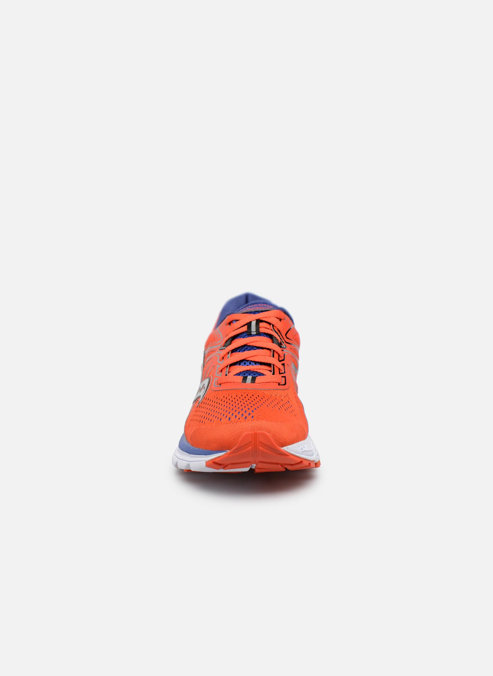 Chaussures de sport Saucony Swerve Rouge vue portées chaussures