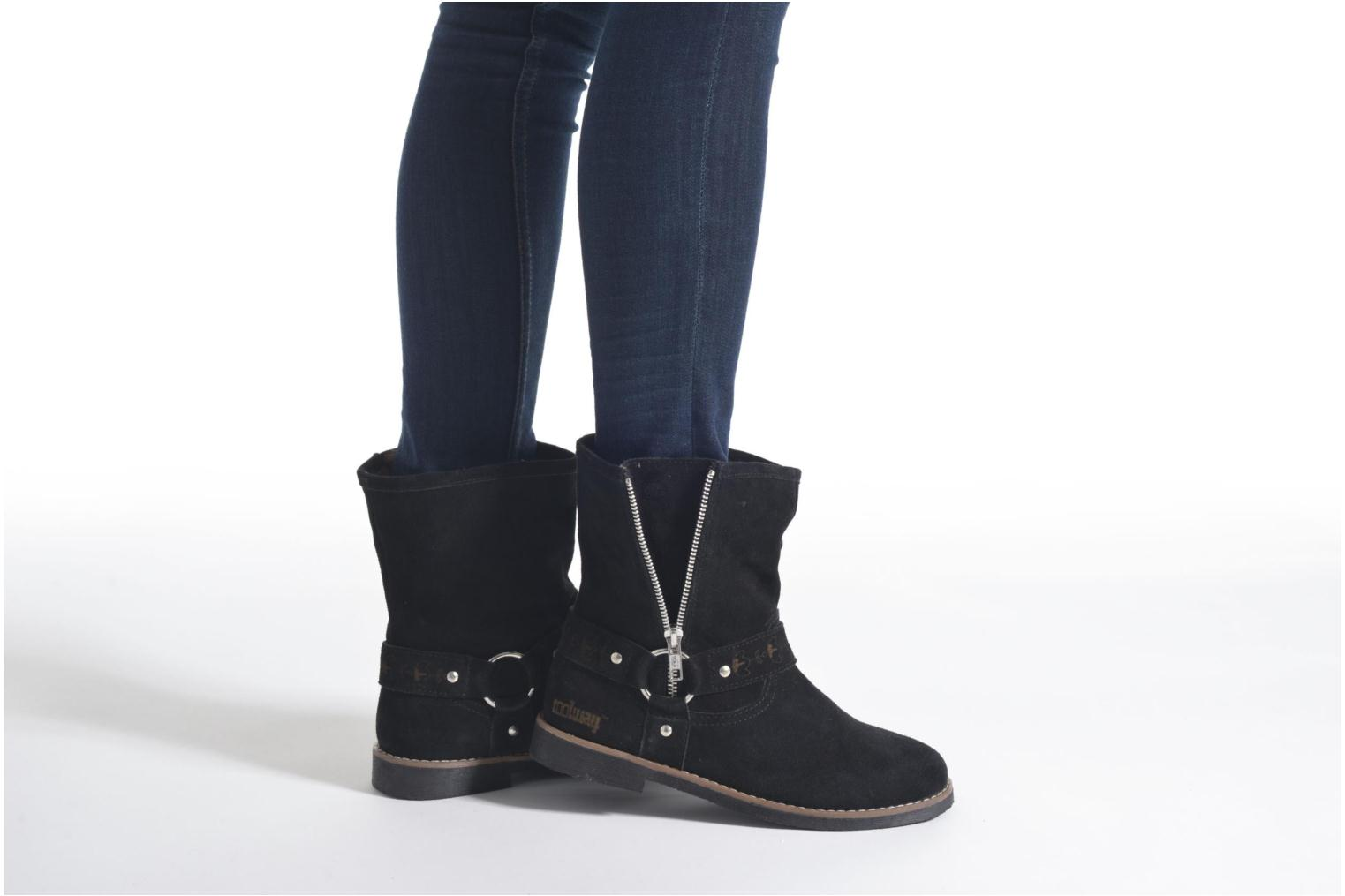 Ankle boots Coolway Betusta Black view from underneath / model view
