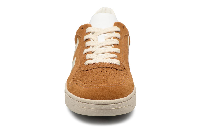 Baskets Veja V-10 W Marron vue portées chaussures