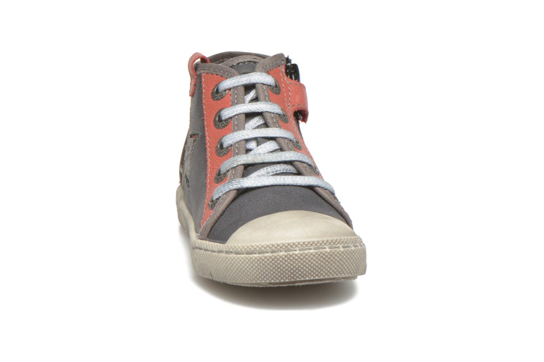 Baskets Mod8 Kamino Gris vue portées chaussures