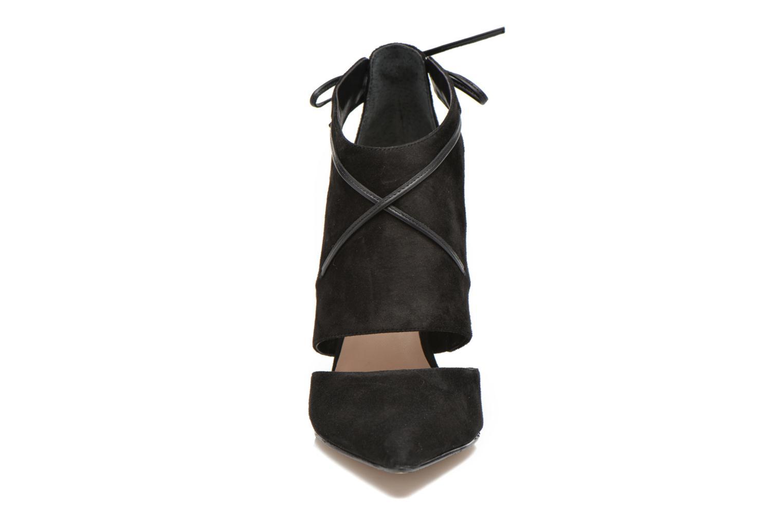 Bottines et boots Guess Becan Noir vue portées chaussures