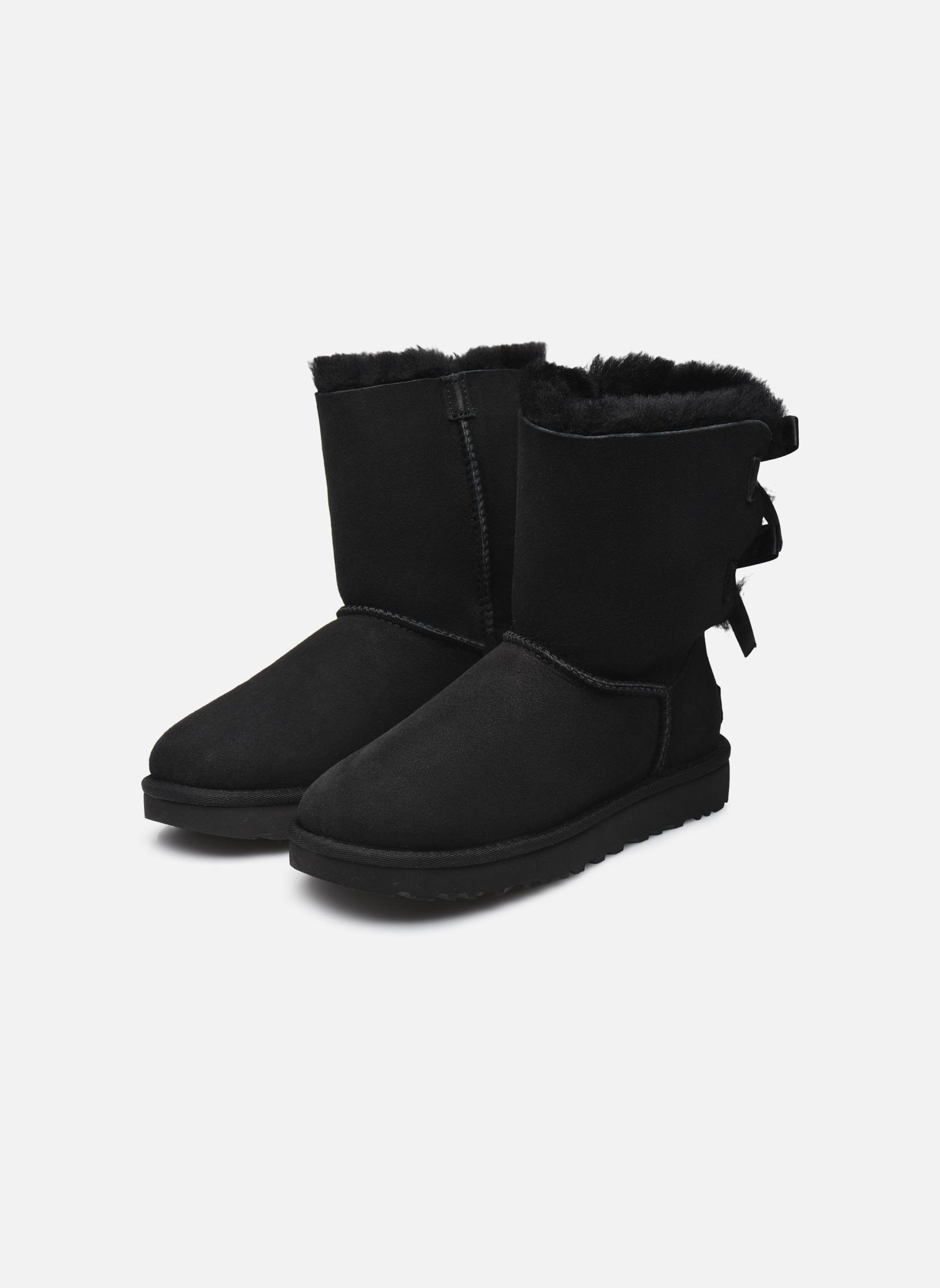 Bottines et boots UGG Bailey Bow II Noir vue bas / vue portée sac