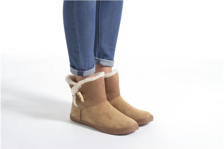 Bottines et boots UGG W Garnet Marron vue bas / vue portée sac